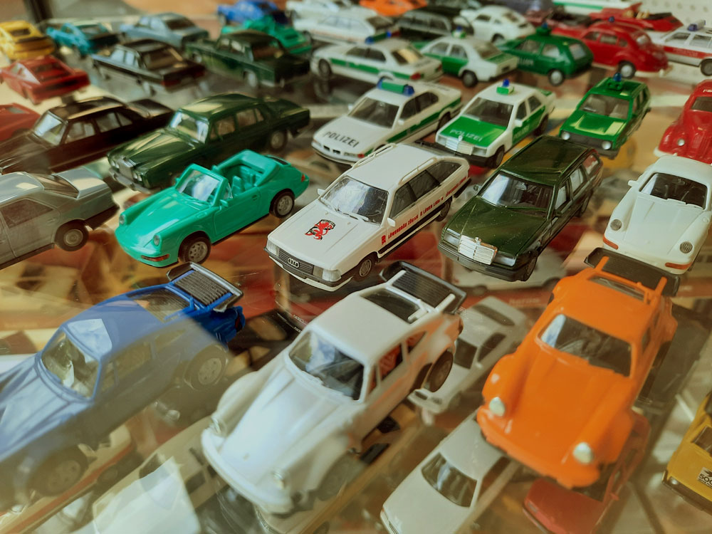 Autos & Trucks